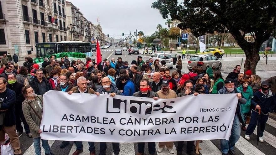 Manifestación de la Asamblea Cántabra por las Libertades y contra la Represión contra la Ley Mordaza.