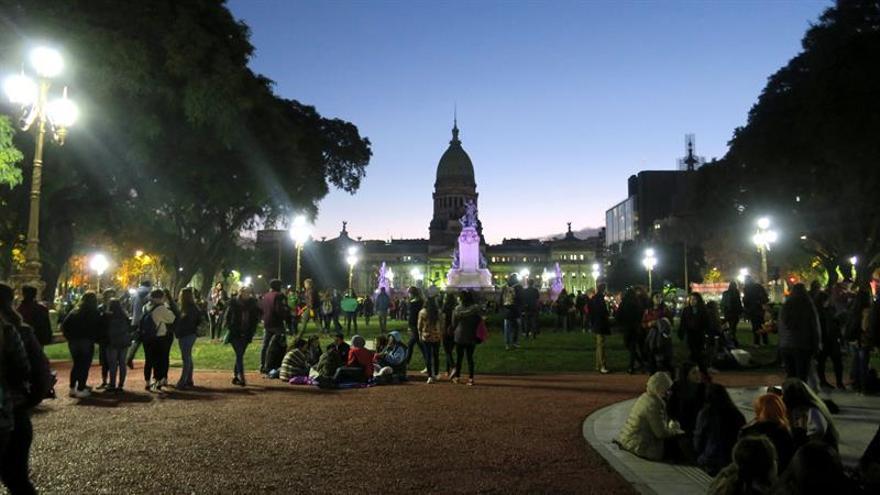 La Cámara Diputados argentina aprueba una ley que despenaliza el aborto y pasa al Senado