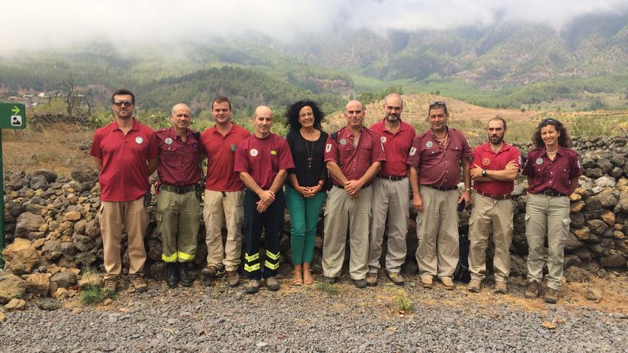En la imagen, la consejera insular de Medio Ambiente, con agentes del área y personal del Parque Nacional.