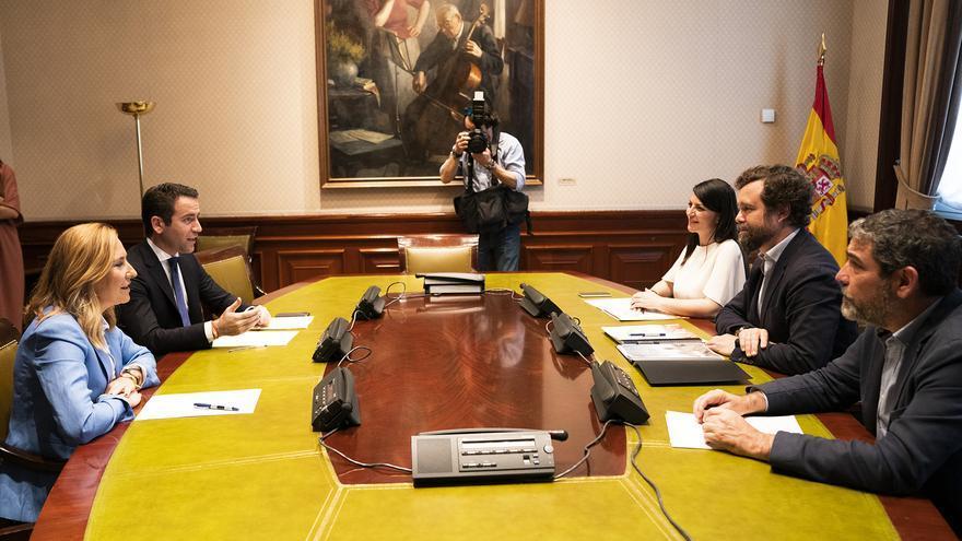 Reunión entre el PP y Vox en el Congreso de los Diputados.