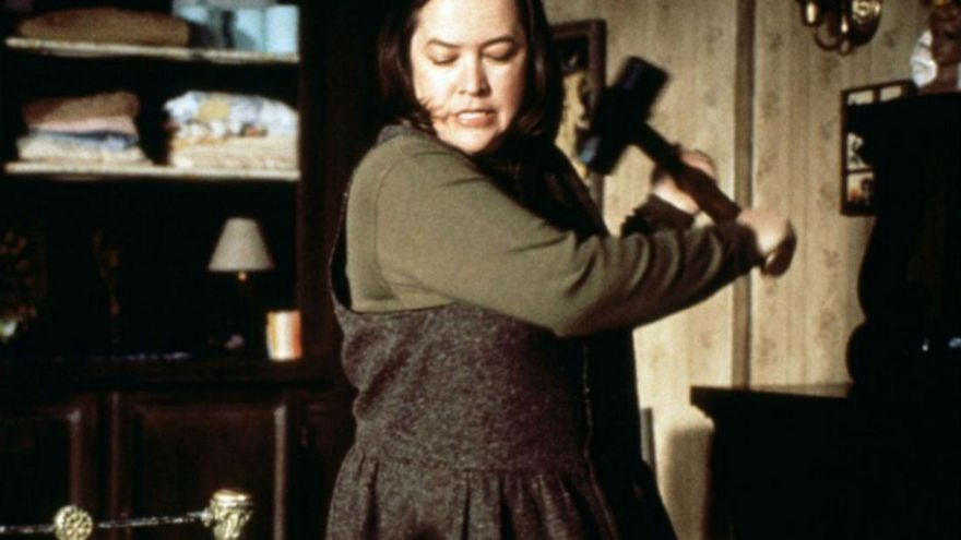 Kathy Bates como la espeluznante Annie Wilkes de 'Misery' (Rob Reiner, 1990))