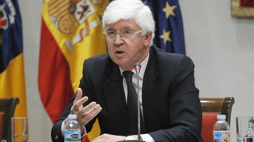 Pedro Pacheco interviene en la comisión de Presupuestos y Hacienda del Parlamento de Canarias, para superar la idoneidad para el puesto de Consejero de la Audiencia de Cuentas.