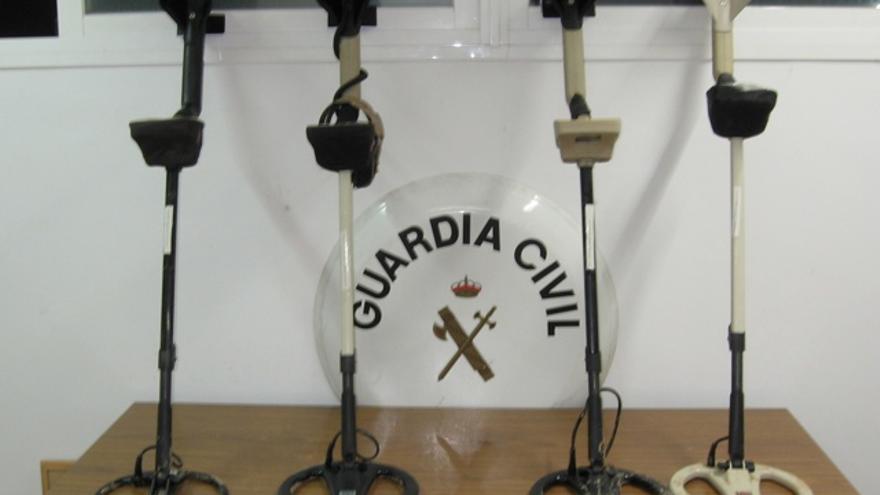 Detectores incautados por la Guardia Civil