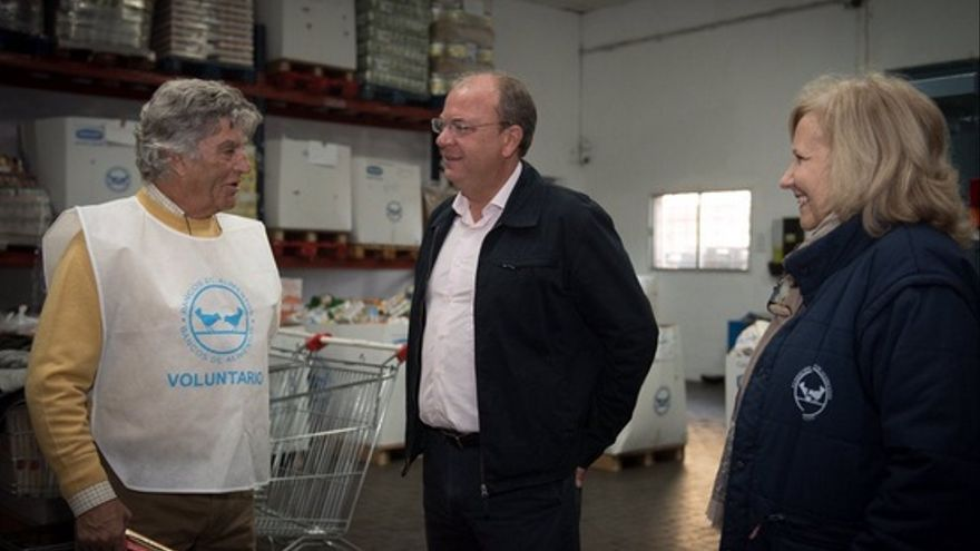 Monago, en el Banco de Alimentos de Badajoz / Twitter @ppextremadura