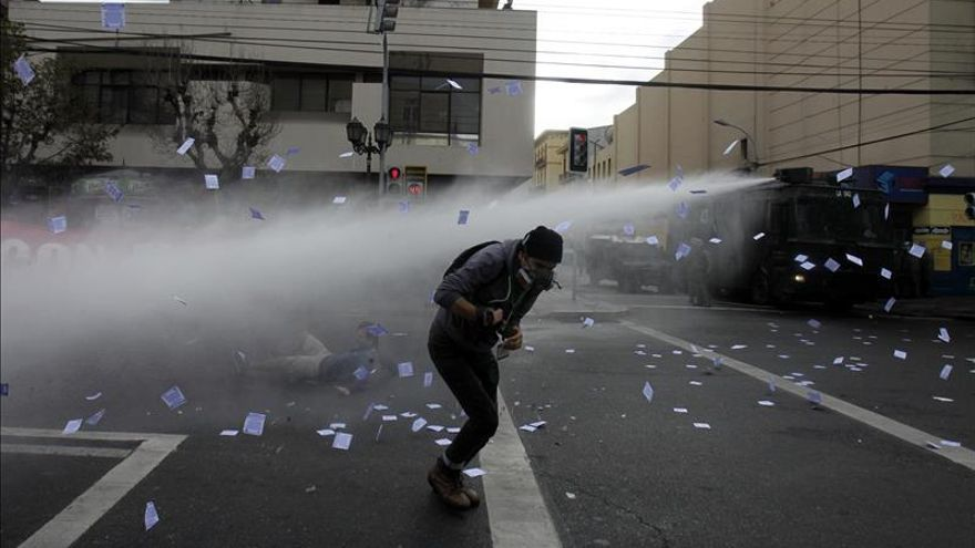 Gobierno chileno pide aclarar denuncias por violencia policial en Valparaíso