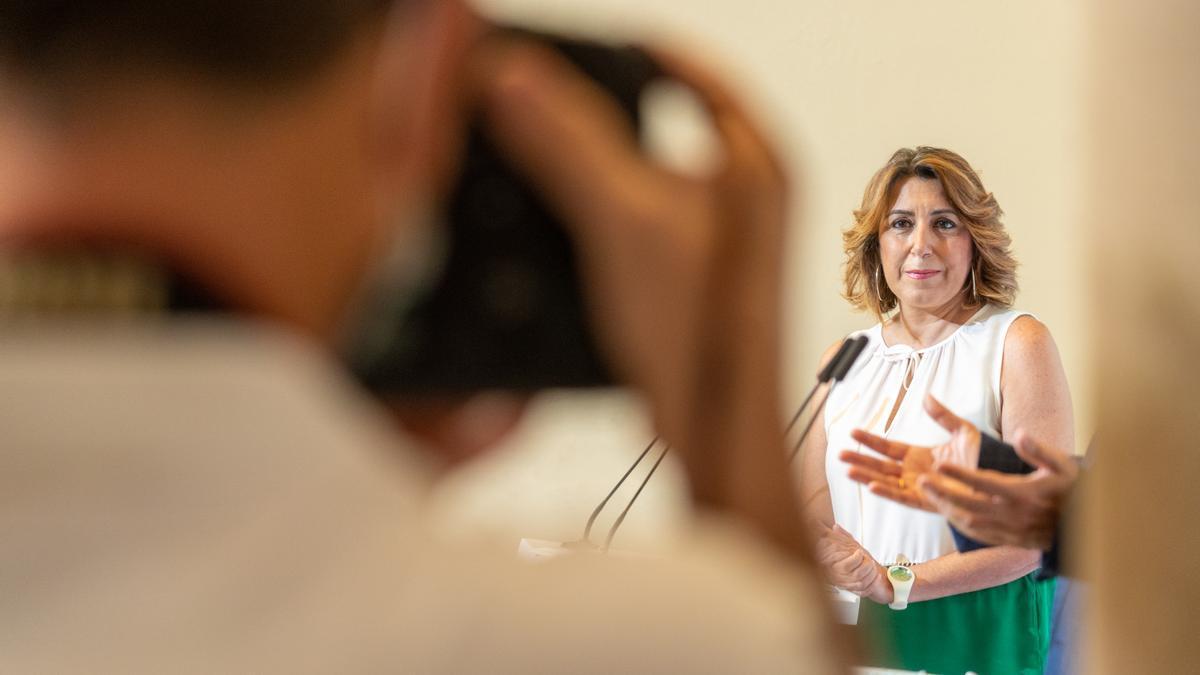 Susana Díaz, en su comparecencia junto a Juan Espadas para explicar el calendario de su relevo.