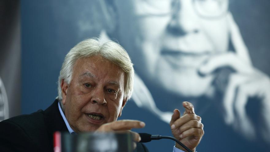 """Felipe González pide diálogo ante las """"muchas víctimas"""" que causaría un choque"""