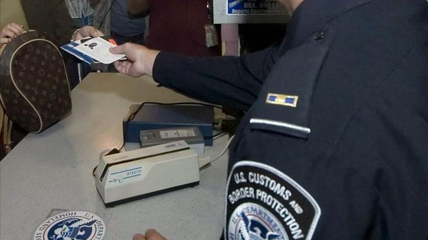 La Cámara baja de EE.UU. aprueba endurecer los controles a los viajeros de 38 países