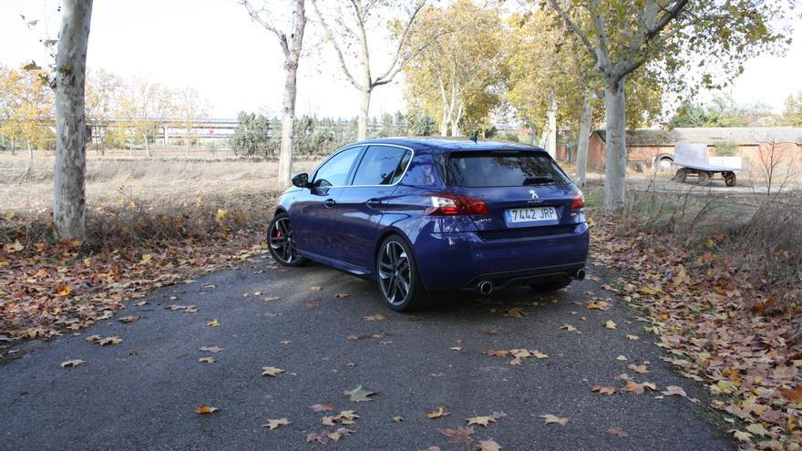 El compacto de cinco puertas de Peugeot se vende en dos variantes de 250 o 270 CV de potencia.