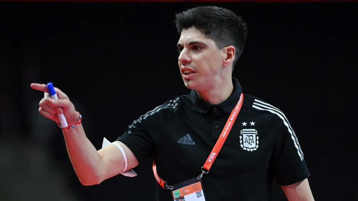 El director técnico del seleccionado argentino de futsal, Matías Lucuix.