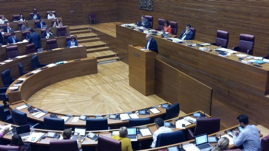 El conseller de Cooperación, Manuel Alcaraz, presenta la ley de Cooperación valenciana