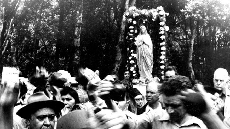 Antigua fotografía de la virgen de Lourdes