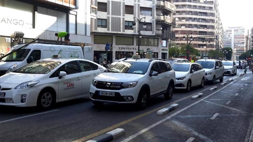 Taxis parados en la calle Colón de Valencia