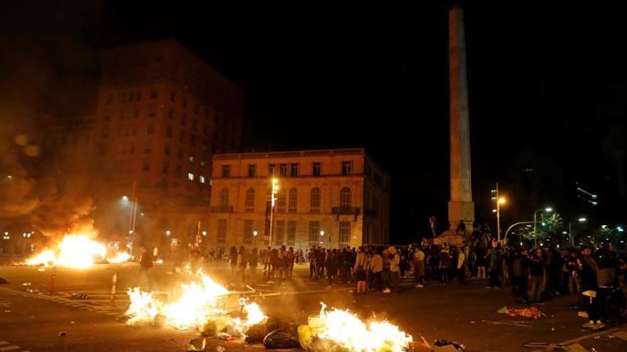 Contenedores ardiendo la noche del viernes en la ciudad de Barcelona