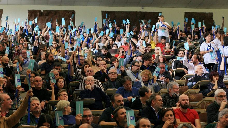 Votaciones durante un plenario de En Marea
