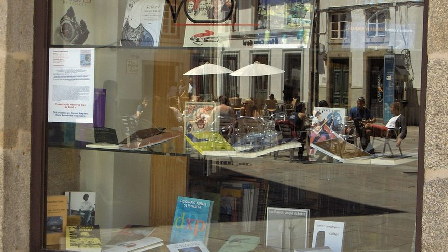 Los libreros gallegos denuncian que los colegios concertados venden ilegalmente libros de texto - Libreria couceiro santiago ...