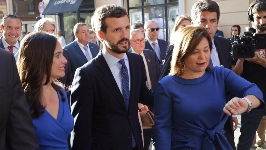 Blén Hoyo, Pablo Casado e Isabel Bonig en el acto institucional del 9 d'Octubre en Valencia