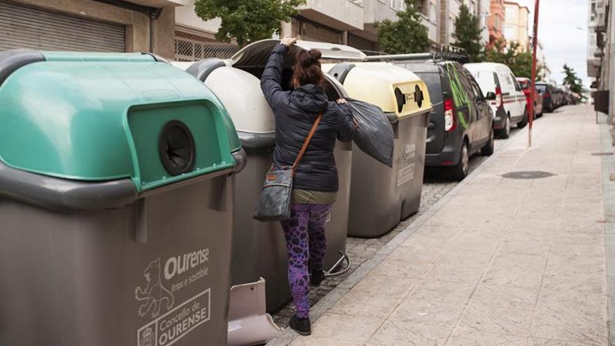 Encuentran a un recién nacido con vida dentro de un contenedor en Ourense