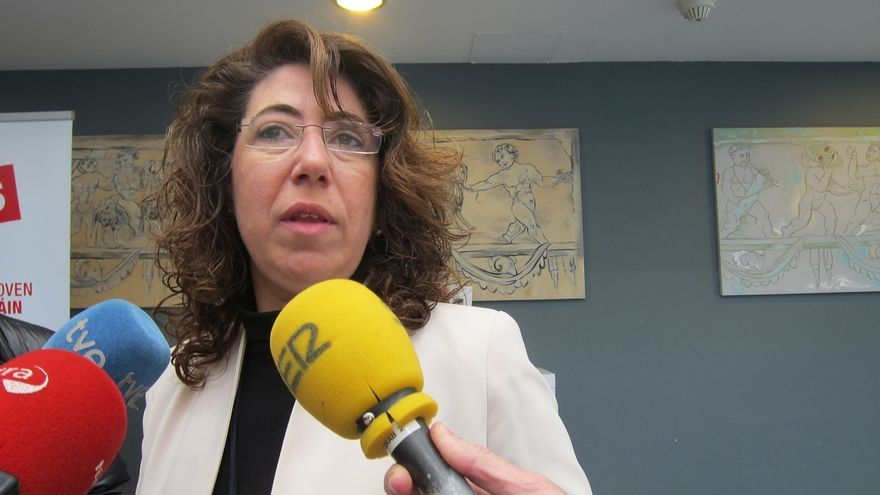 Carmen Alba dice que la legislación vigente no permite que ondee la ikurriña en el chupinazo