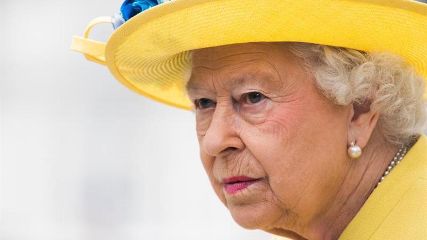 """Isabel II envía sus condolencias al Rey de España por los """"terribles"""" ataques"""