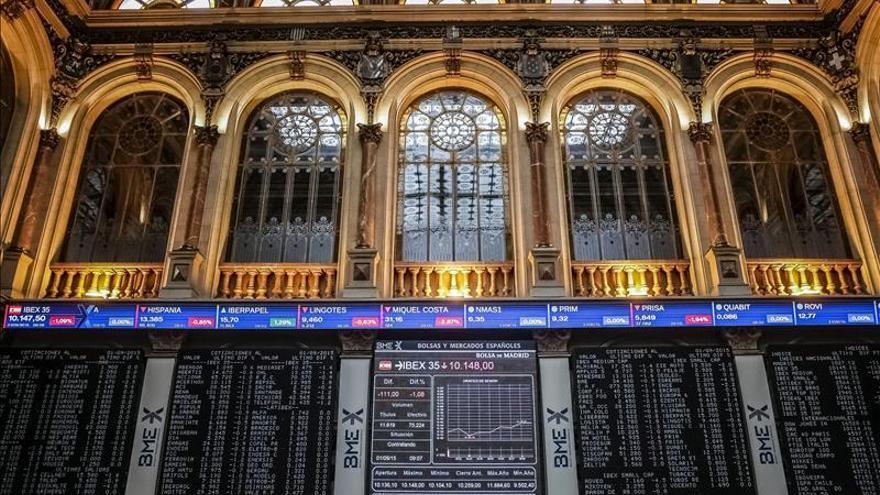 La bolsa española cae más del 1 % y pierde el nivel de 9.900 puntos