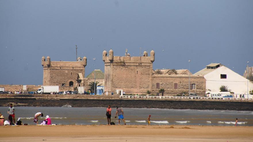 Las fortificaciones portuguesas desde la Playa de Tagharte. Rob Stoeltje