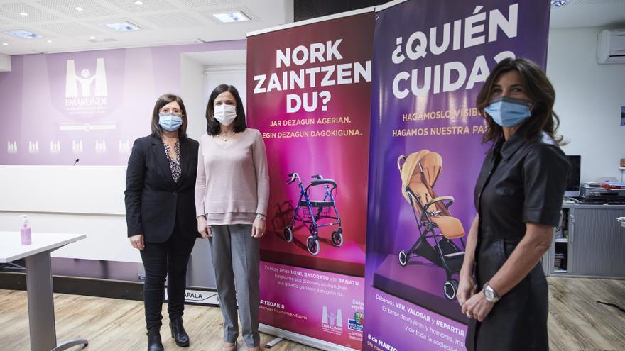 La consejera de Igualdad, Justicia y Políticas Sociales, Beatriz Artolazabal, y la directora de Emakunde, Izaskun Landaida han presentado este miércoles en Vitoria la campaña del 8 de Marzo, Día Internacional de las Mujeres,