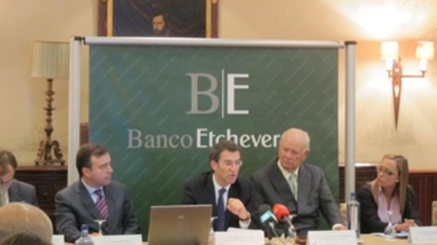 Núñez Feijóo en un acto del Banco Etcheverría