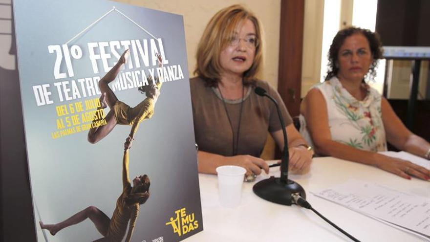 La concejal de Cultura de Las Palmas de Gran Canaria, Encarna Galván (i), presentó en una rueda de prensa el programa de la vigésimo primera edición del Festival de Teatro, Música y Danza (Temudas).