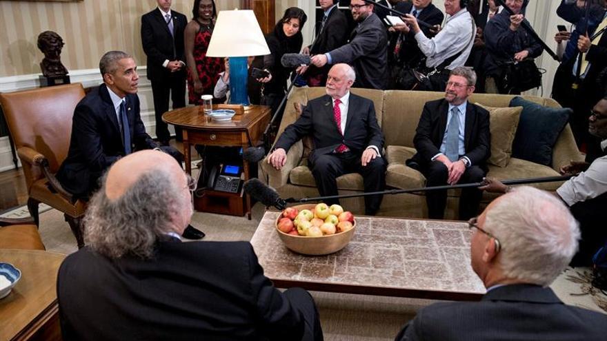 Obama homenajea a los Nobel estadounidenses con la notable ausencia de Bob Dylan