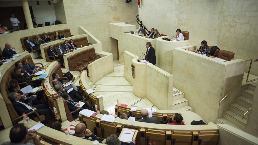 Pleno del Parlamento de Cantabria.   JOAQUÍN GÓMEZ SASTRE