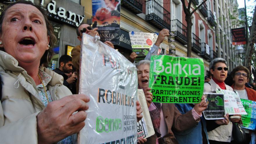 Afectados por las preferentes piden la dimisión del Gobierno en Génova