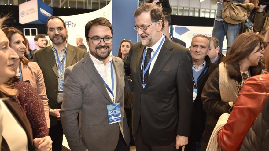 El presidente del PP en Canarias, Asiera Antona, junto al presidente del PP, Mariano Rajoy.
