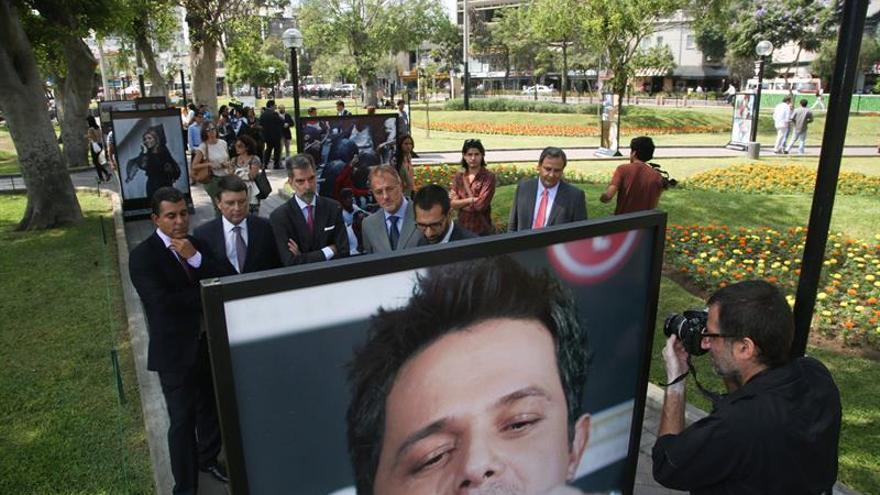 La historia de la telefonía toma las calles de Lima en fotos de Efe