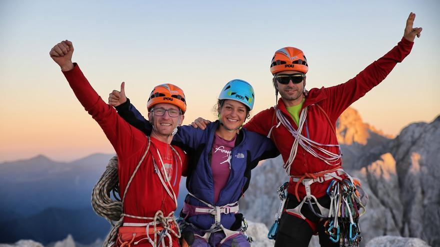 Eufóricos, en la cumbre del Picu, tras 12 horas de escalada ininterrumpida.