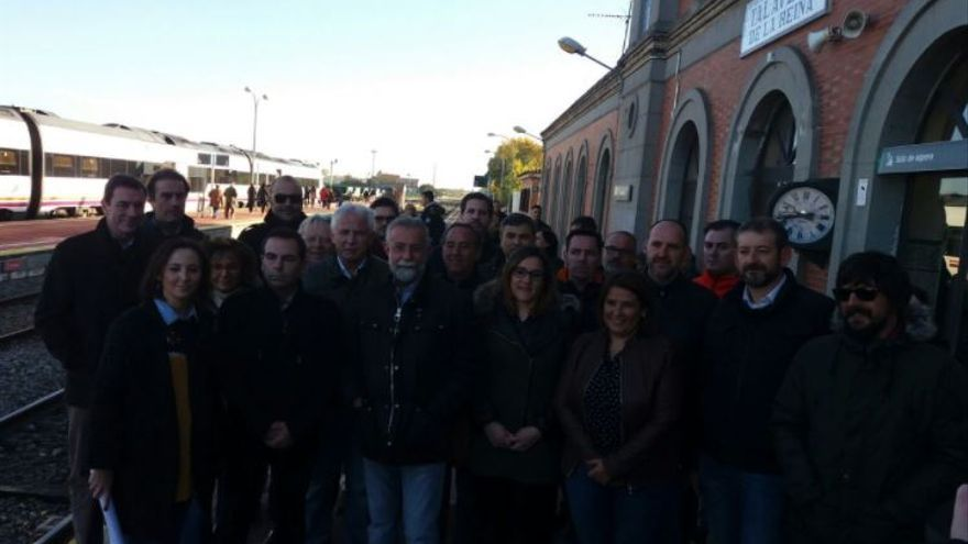 Representación política y social de Castilla-La Mancha en la manifestación por el ferrocarril / CMM