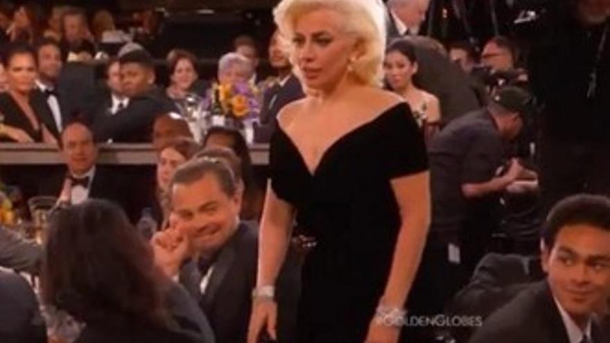 La 'miradita' de DiCaprio a Gaga y los dardos de Gervais, momentazos de los Globos