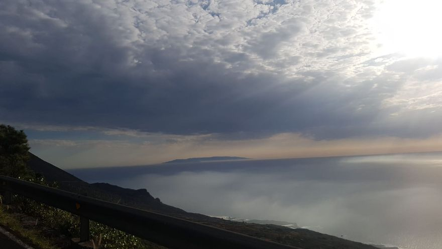 El Hierro visto desde el sur de La Palma.