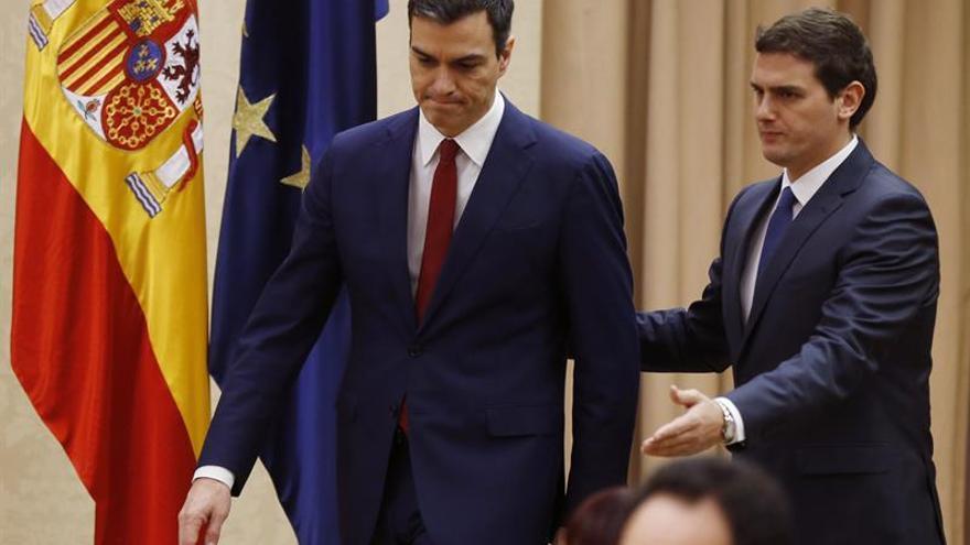 Los militantes del PSOE se pronuncian hoy en las urnas sobre el pacto con C's