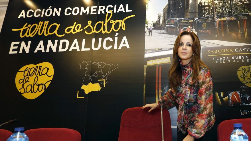 Silvia Clemente, en su etapa como consejera de Agricultura, en un acto de promoción de Tierra de Sabor en 2013 / Efe