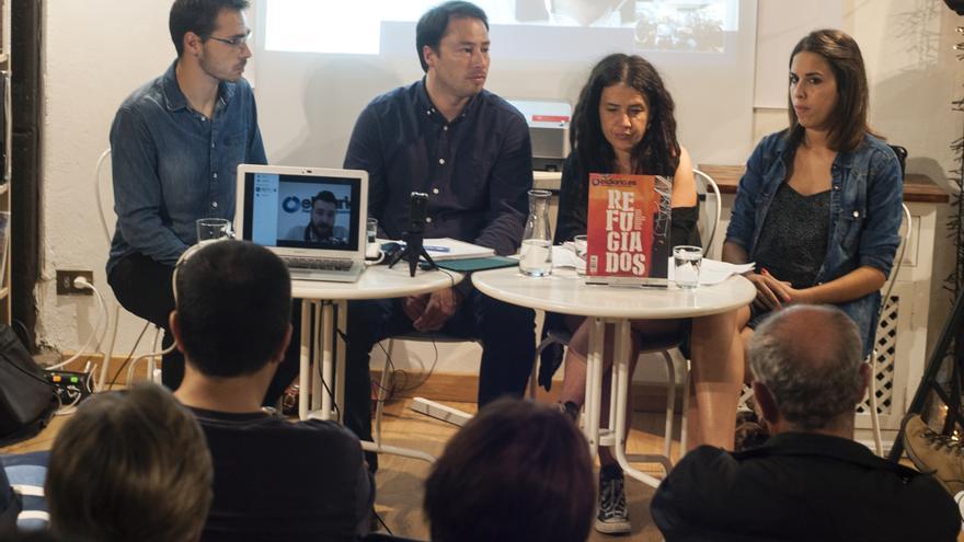La mesa redonda ha servido como presentación de la revista 'Refugiados'. | JOAQUÍN GÓMEZ SASTRE