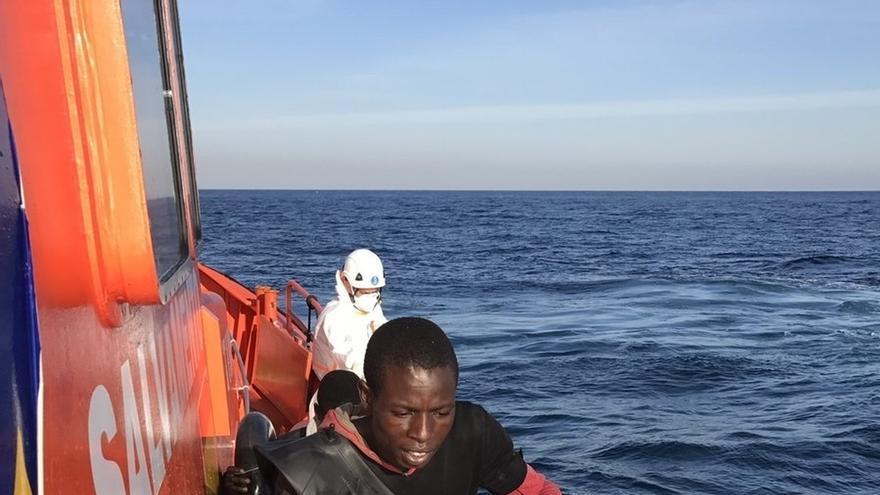 Ascienden a seis los inmigrantes heridos rescatados en las últimas pateras en el Estrecho