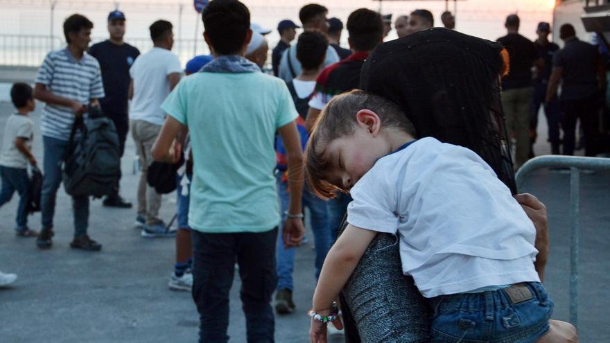 Comienza el traslado de alrededor de 1.500 refugiados de la isla de Lesbos a campamentos ubicados en Salónica y Kilkís