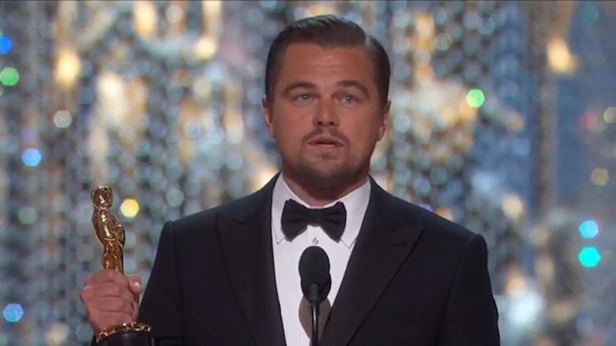 Di Caprio recoge su primer Oscar