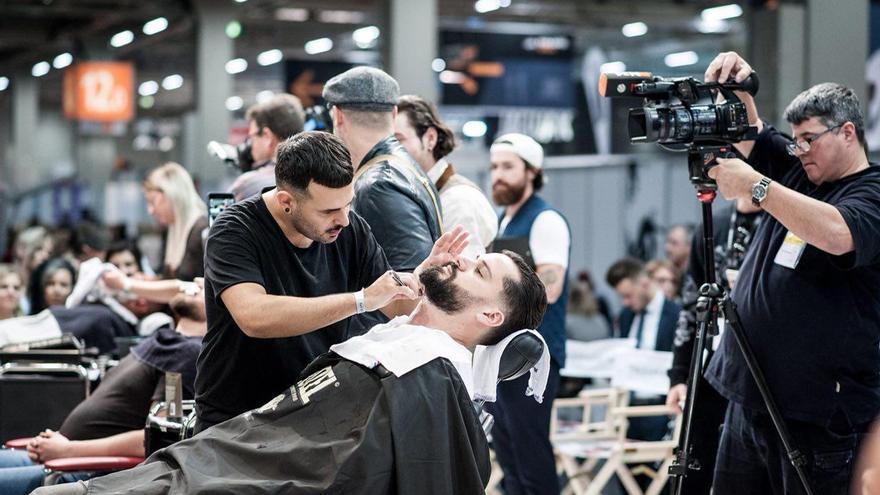El joven Ayoze Medina en el 'International Barber Award'