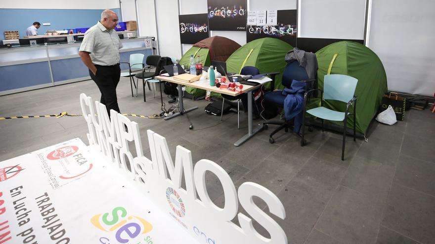 Los trabajadores de Endesa se encierran en su sede de Las Palmas de Gran Canaria para desbloquear las negociaciones con la empresa del convenio colectivo.