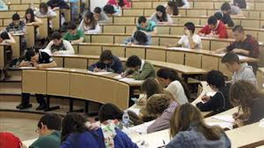 Alumnos universitarios durante una clase.