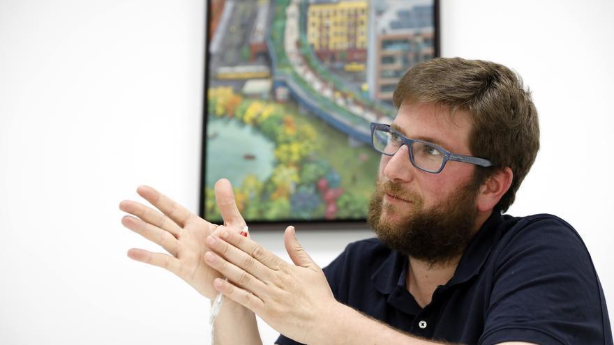 El eurodiputado de Podemos Miguel Urbán, durante la entrevista en eldiario.es. MARTA JARA / Madrid