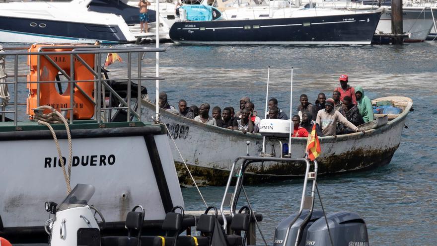 128 inmigrantes llegan a Canarias en seis embarcaciones durante la madrugada