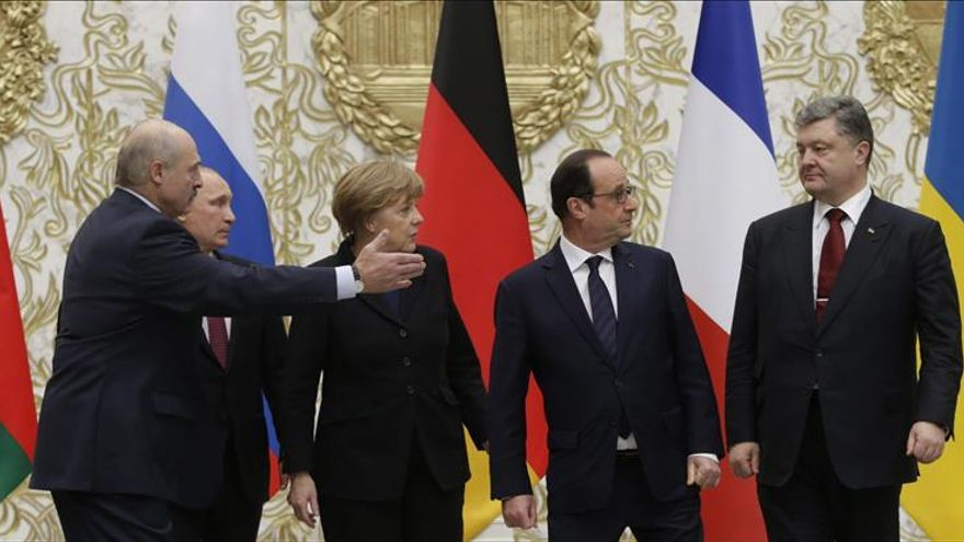 Las maratonianas negociaciones en Minsk ponen a prueba a los líderes y a la prensa